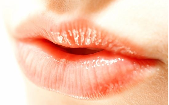 Koortslip Cold sore always comes back Do you recognise the feeling? You suddenly feel it coming up, those nasty cold sores! The herpes virus is hidden in a nerve and shows up as your resistance is low.